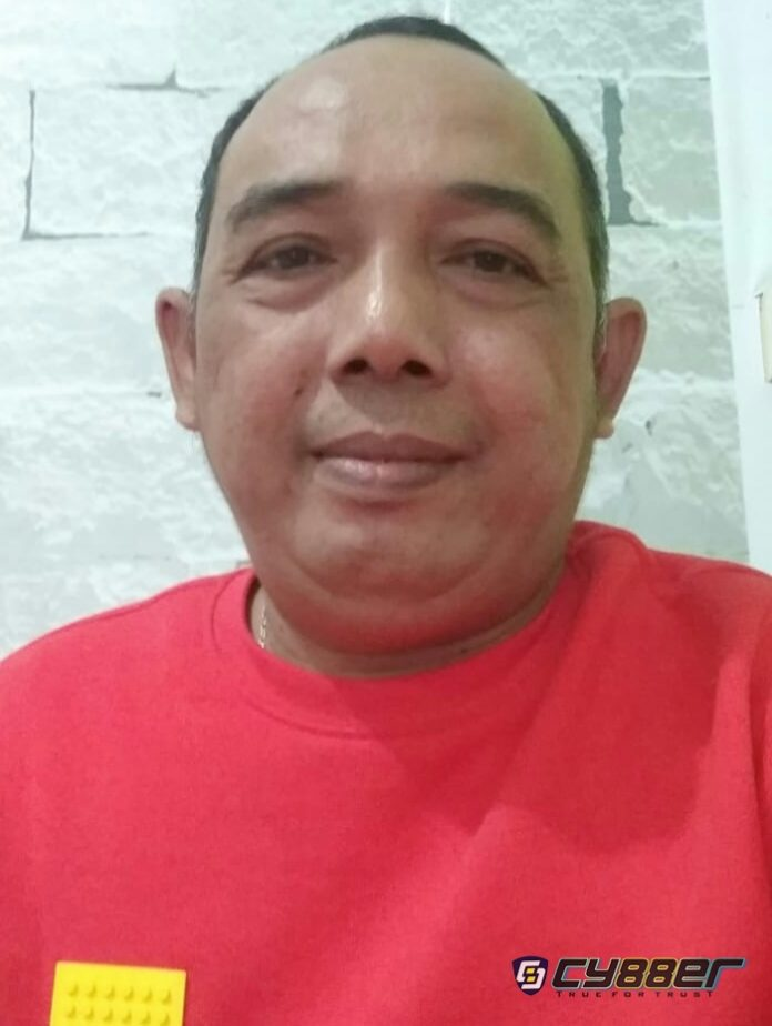 Ketua Yayasan Riau Hijau Watch Tri Yusteng Putra, S., Hut